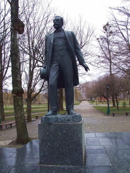 Низы Памятник Чайковскому