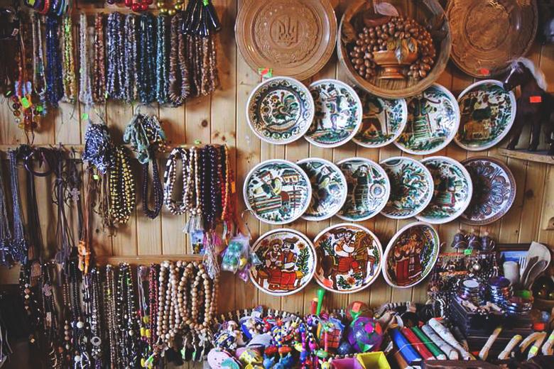 Сувенирный рынок «Вернисаж»