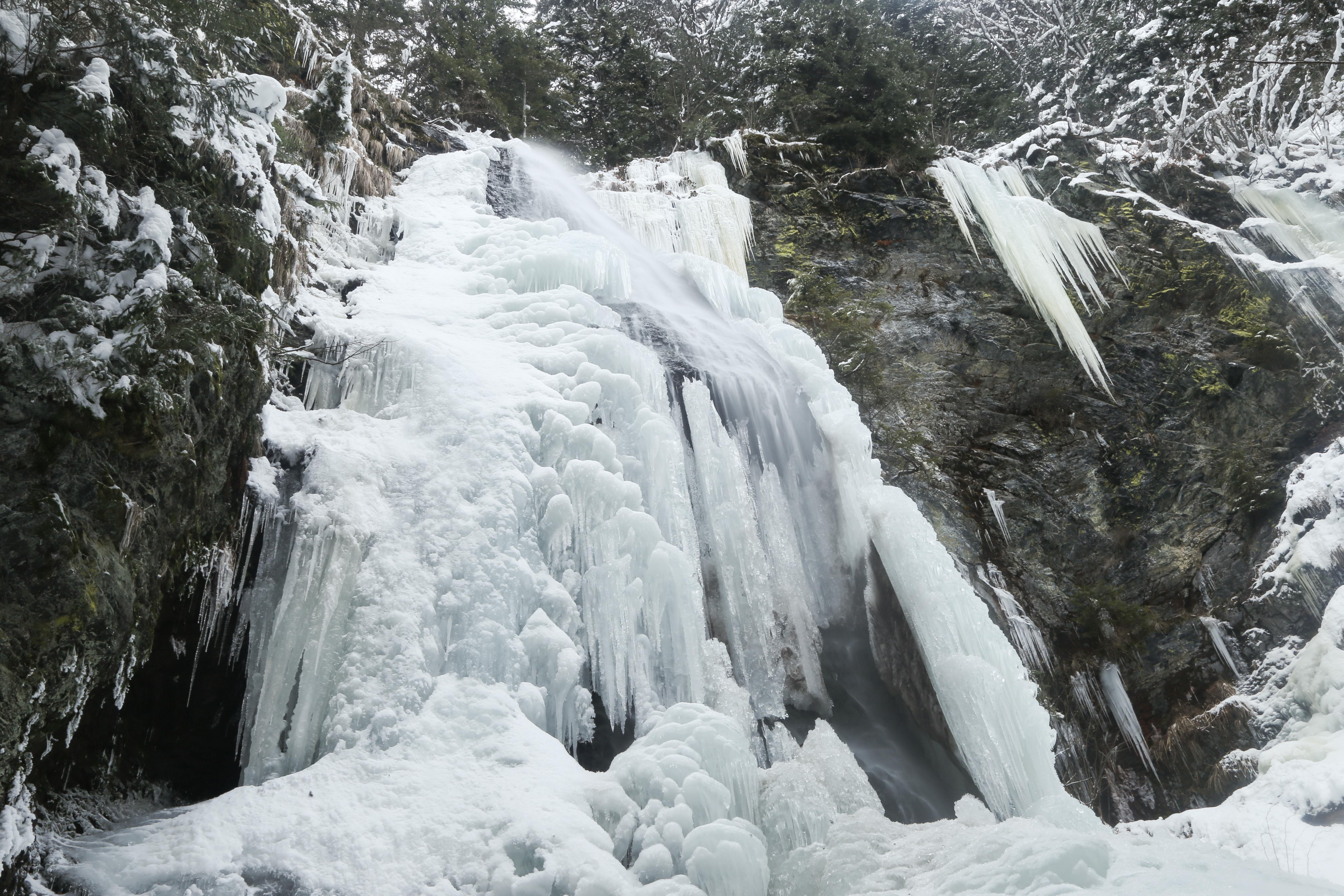 Ялинський_водоспад_взимку