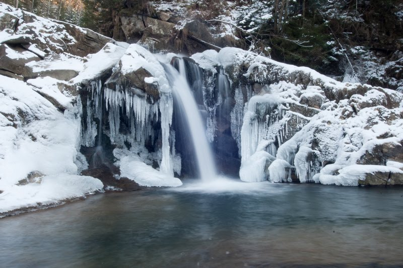 Водопады Карпат — зимой ещё красивее