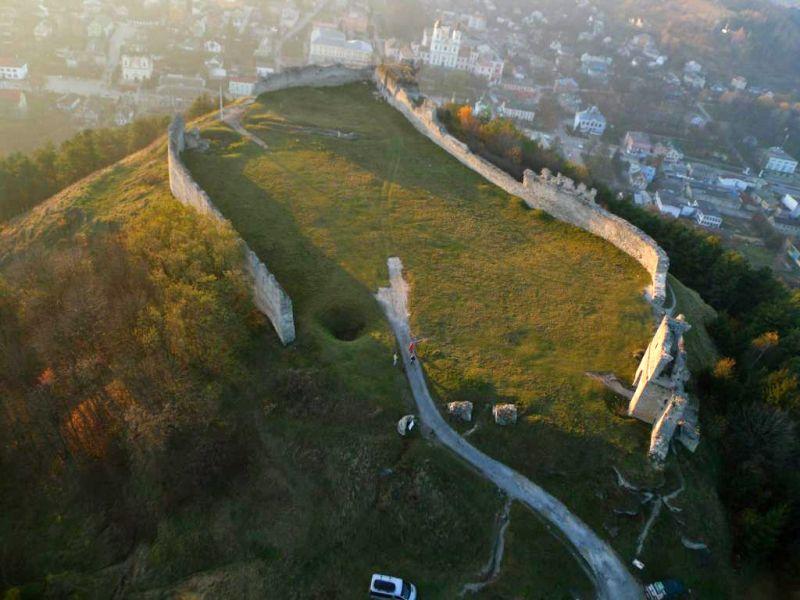 Як виглядають наймальовничіші руїни старовинних замків України