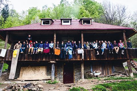 Хостел в старій гуцульській хаті в Карпатах