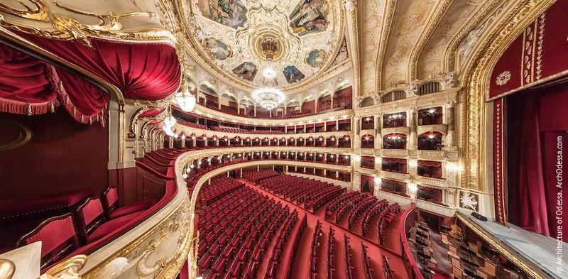 Одесский оперный театр внутри
