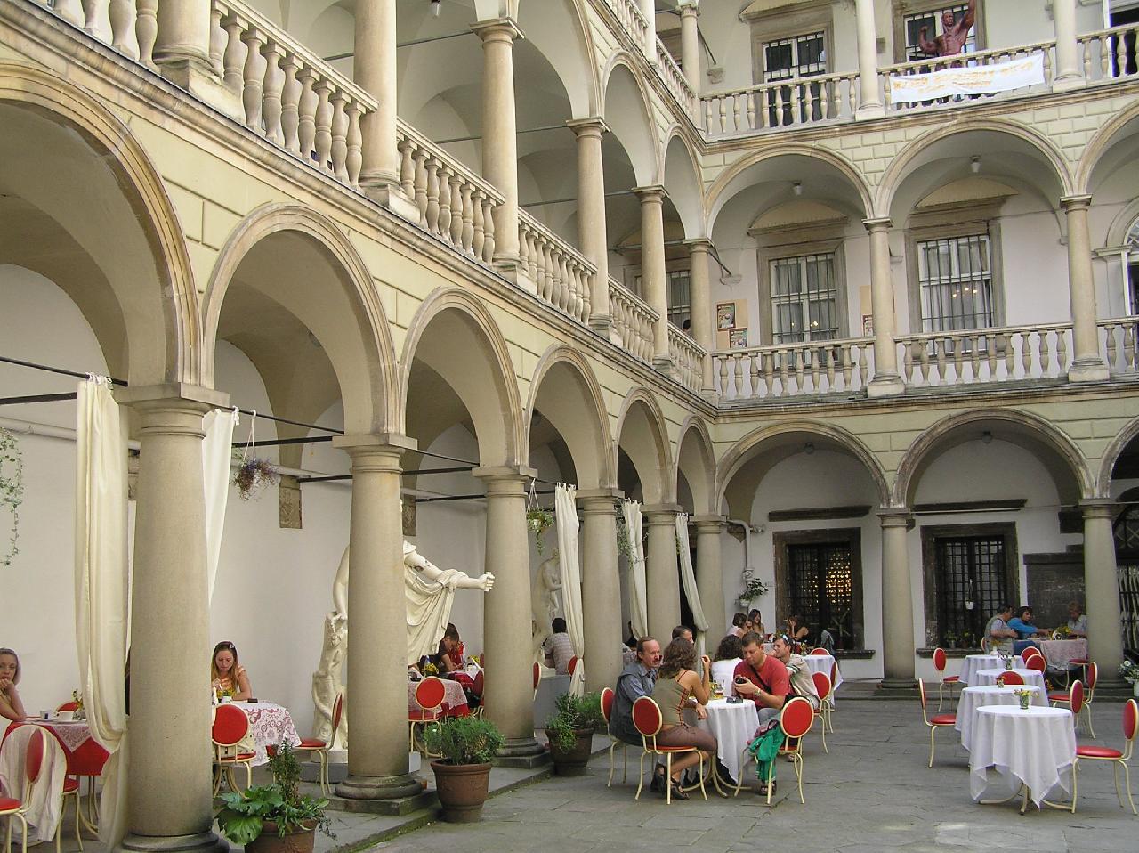 Палац Корнякта (Італійський дворик)