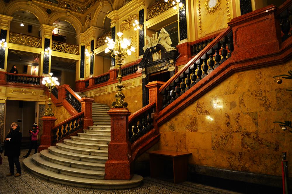 Оперный театр во Львове внутри