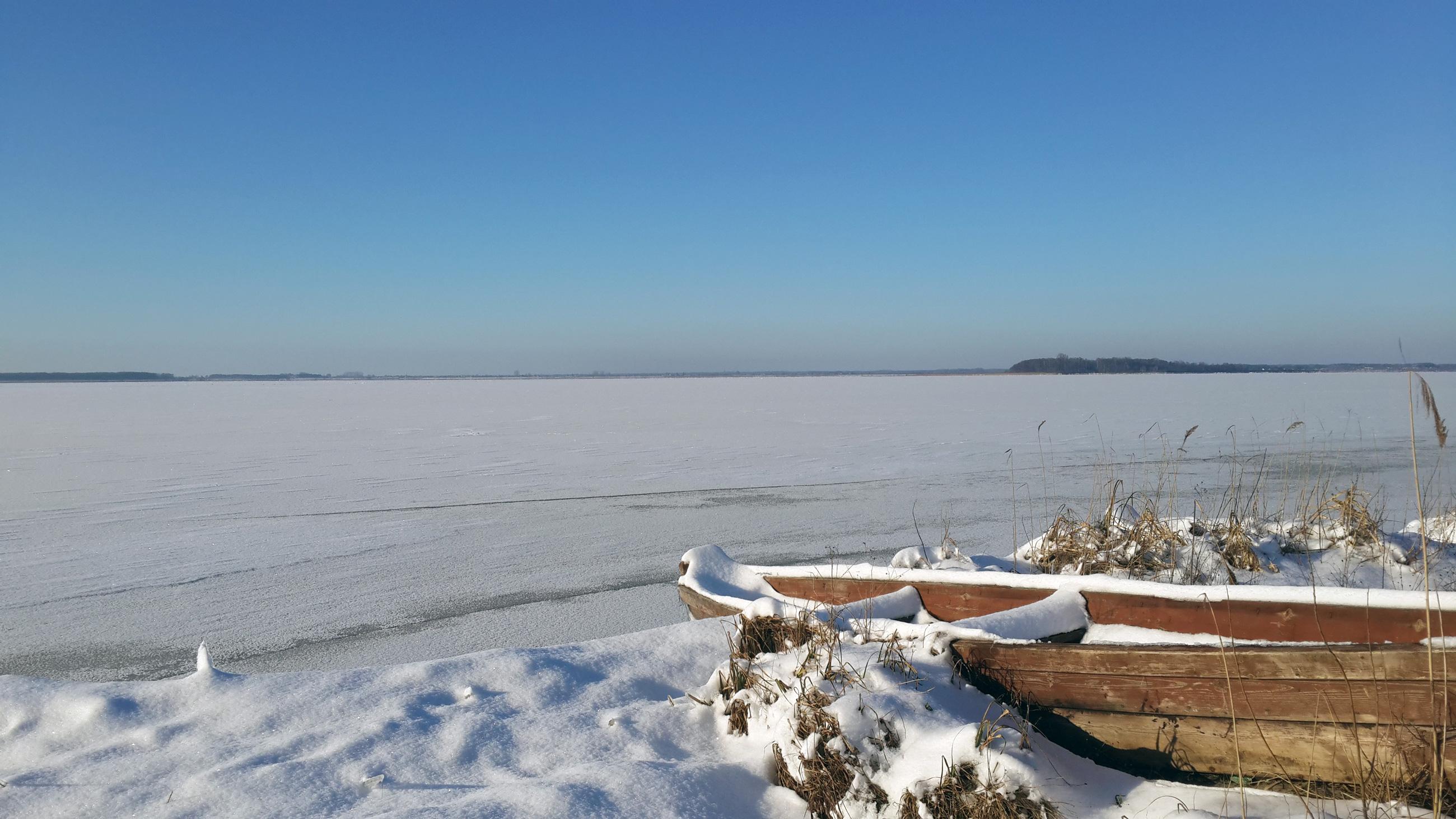 Озеро Свитязь зимой