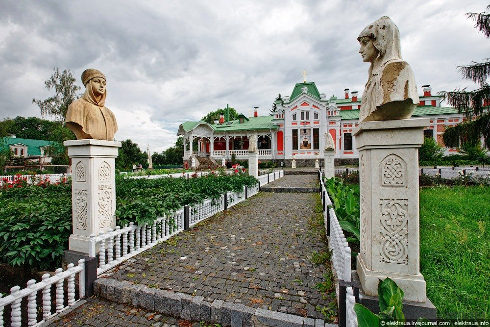 Where can you travel in Ukraine? A couple of breathtaking places for your weekend