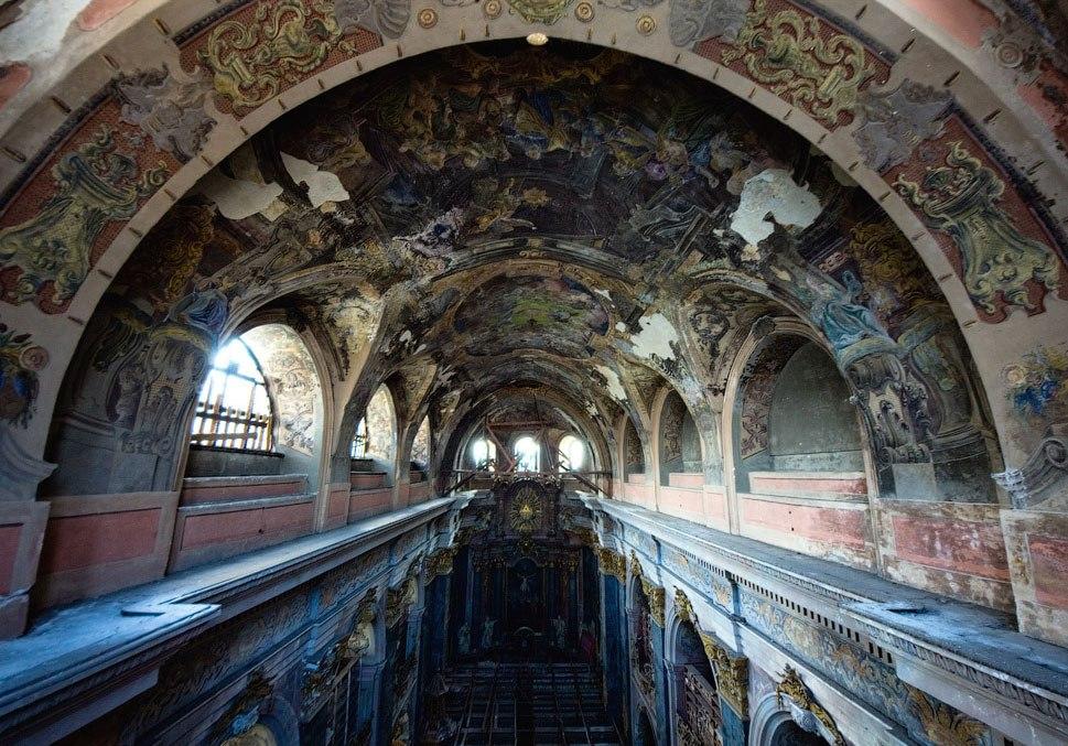 Костел Иезуитов внутри