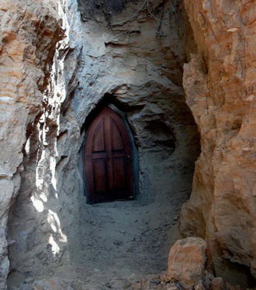 подземный монастырь Буда