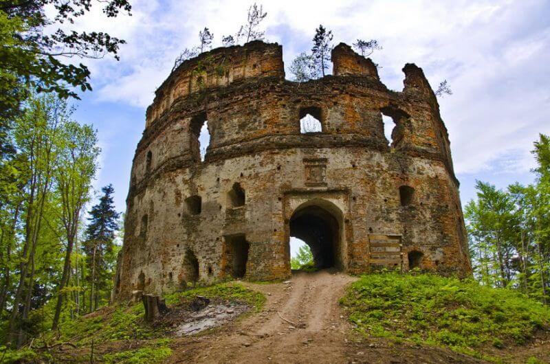Яку Укрaїну ми втрачаємo: 12 архітектурних пам'яток на межі зникнення