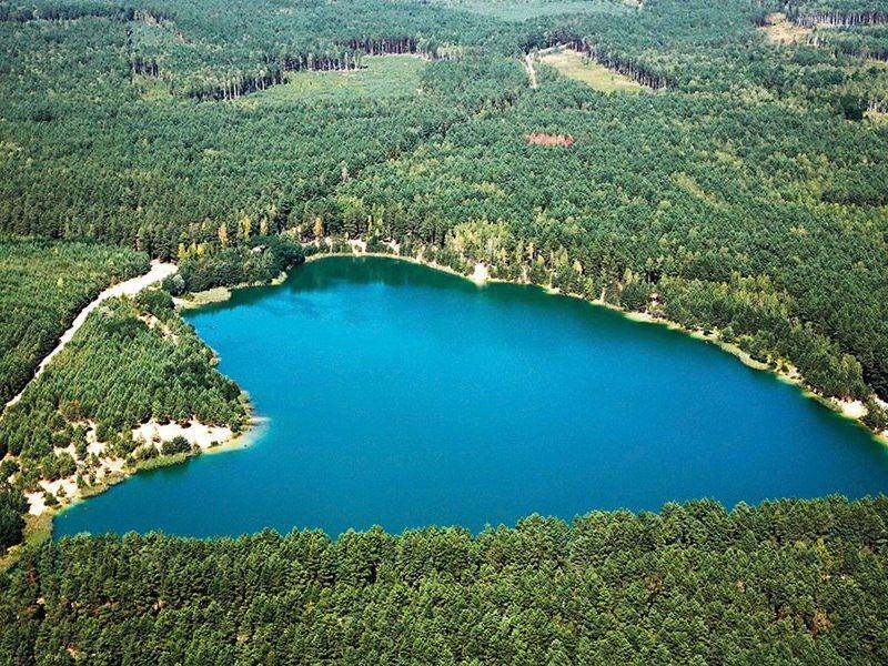 Топ-9 озер України: місця для літнього відпочинку біля води
