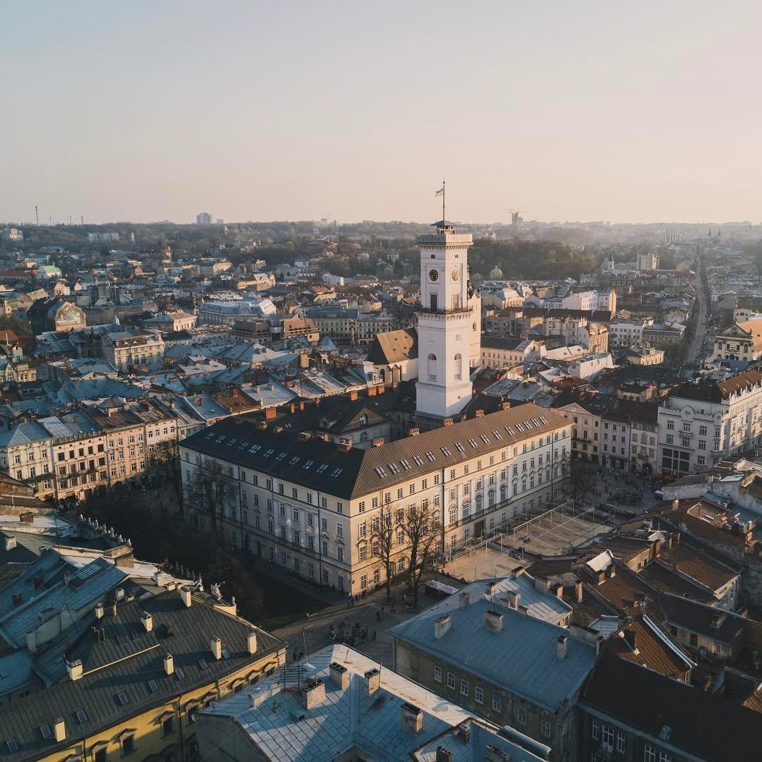 Самые красивые ратуши Западной Украины