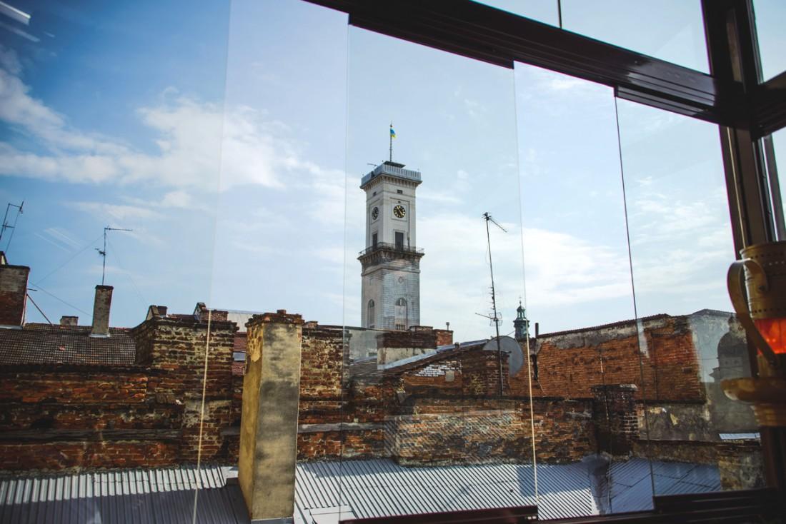 Ресторани з терасами у Львові, з яких видно дахи старого міста