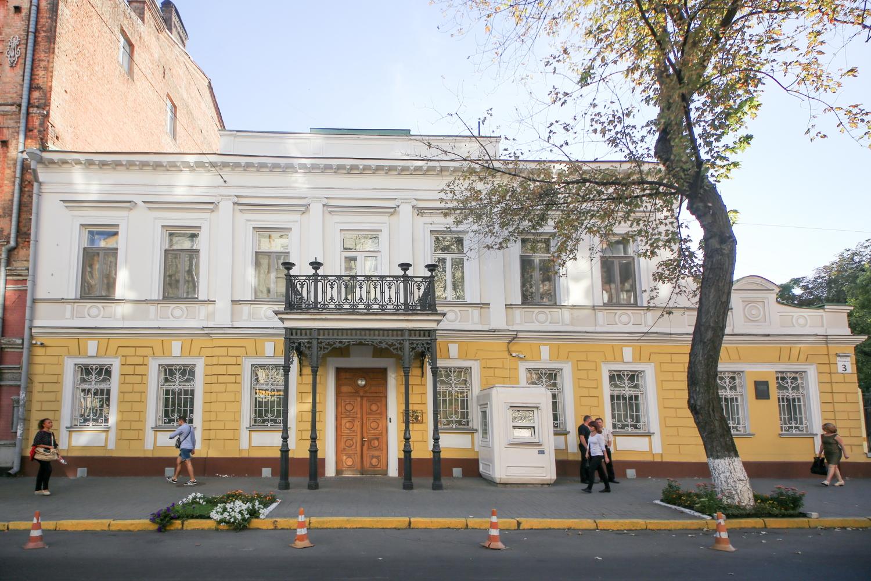 Легенди Ярославового валу: тут читала вірші Ахматова, а Сікорський збирав перші вертольоти
