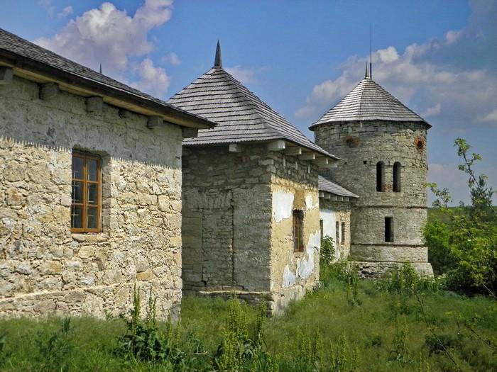 Маловідомі замки Хмельницької області: чому розкішні палаци перетворилися в руїни