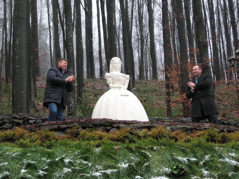 Нова туристична атракція з'явилась на Закарпатті – пам'ятник імператриці Сісі