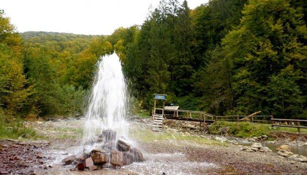 Закарпатський гейзер зробили зручним для туристів