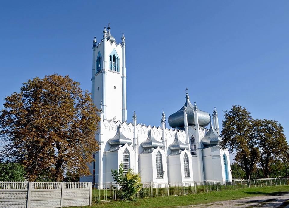 Копія Ялтинської церкви в селі Мошни