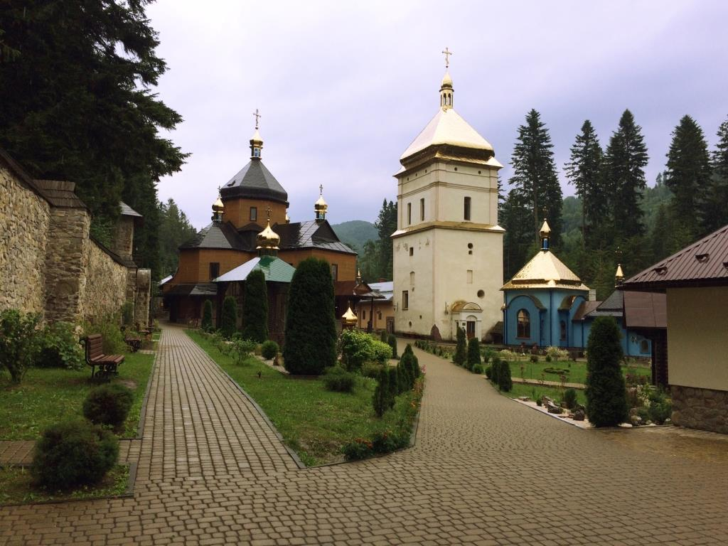 Манява: монастир, блаженний камінь і водоспад - Ukraine IS