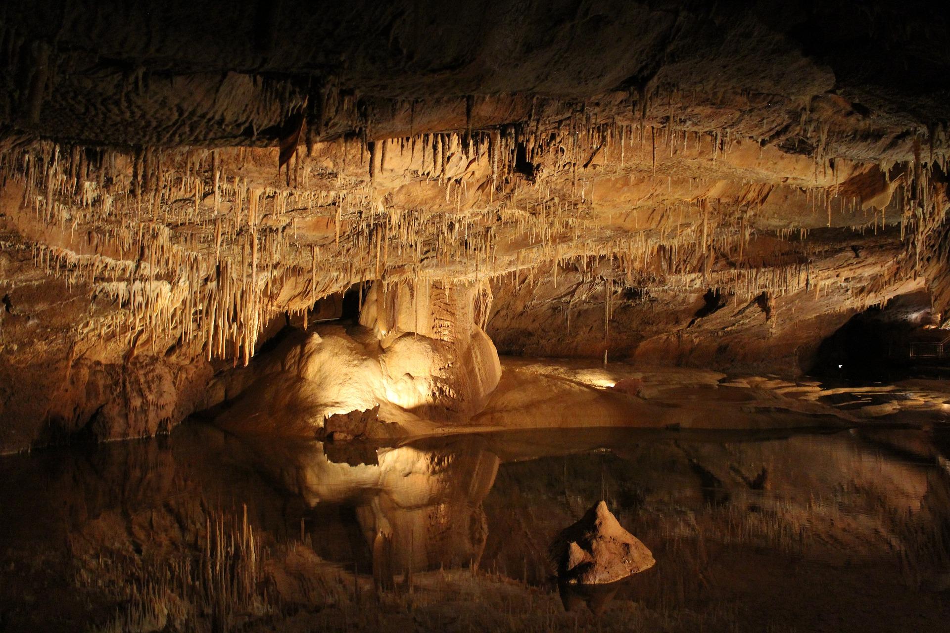 Печери України: де шукати та що потрібно знати