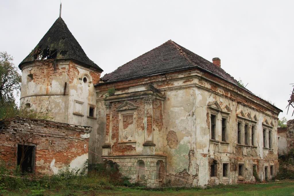 У пошуку приголомшливих місць Львівської області – замки, палаци та садиби