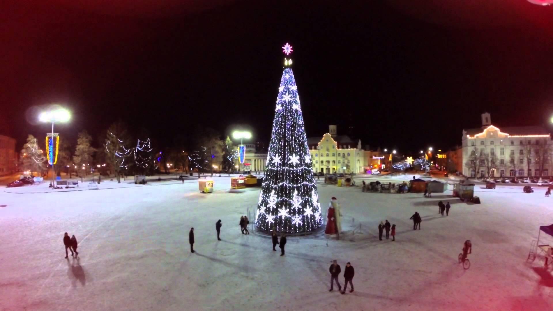 В мережу потрапило відео відкриття новорічної ялинки в Чернігові