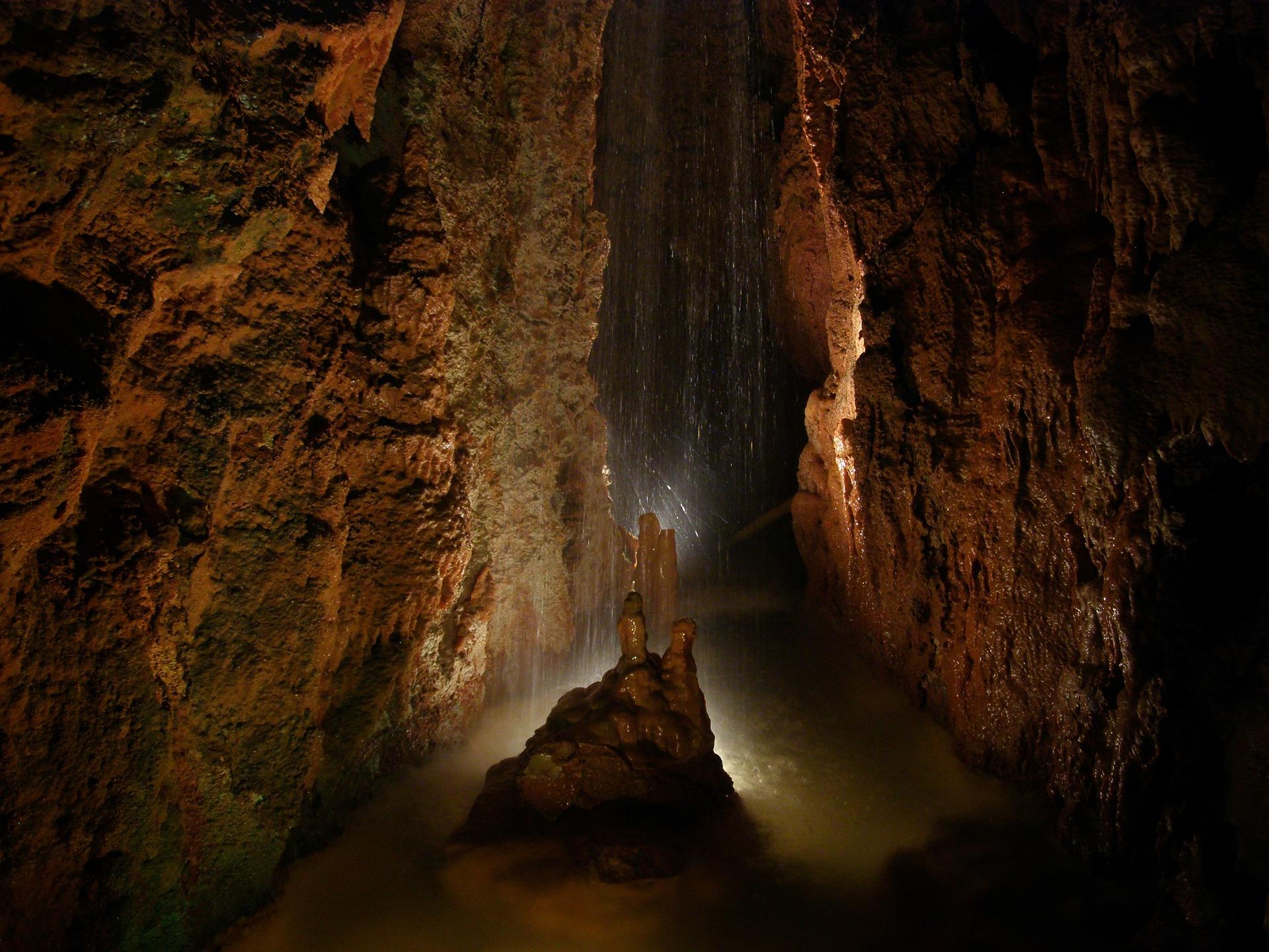 Пещеры Украины