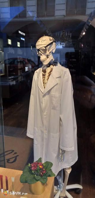 Скелет в халаті