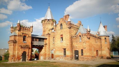 Справжній скарб – замок Попових в Запорізькій області