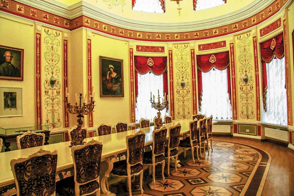 Палац в Батурині всередині