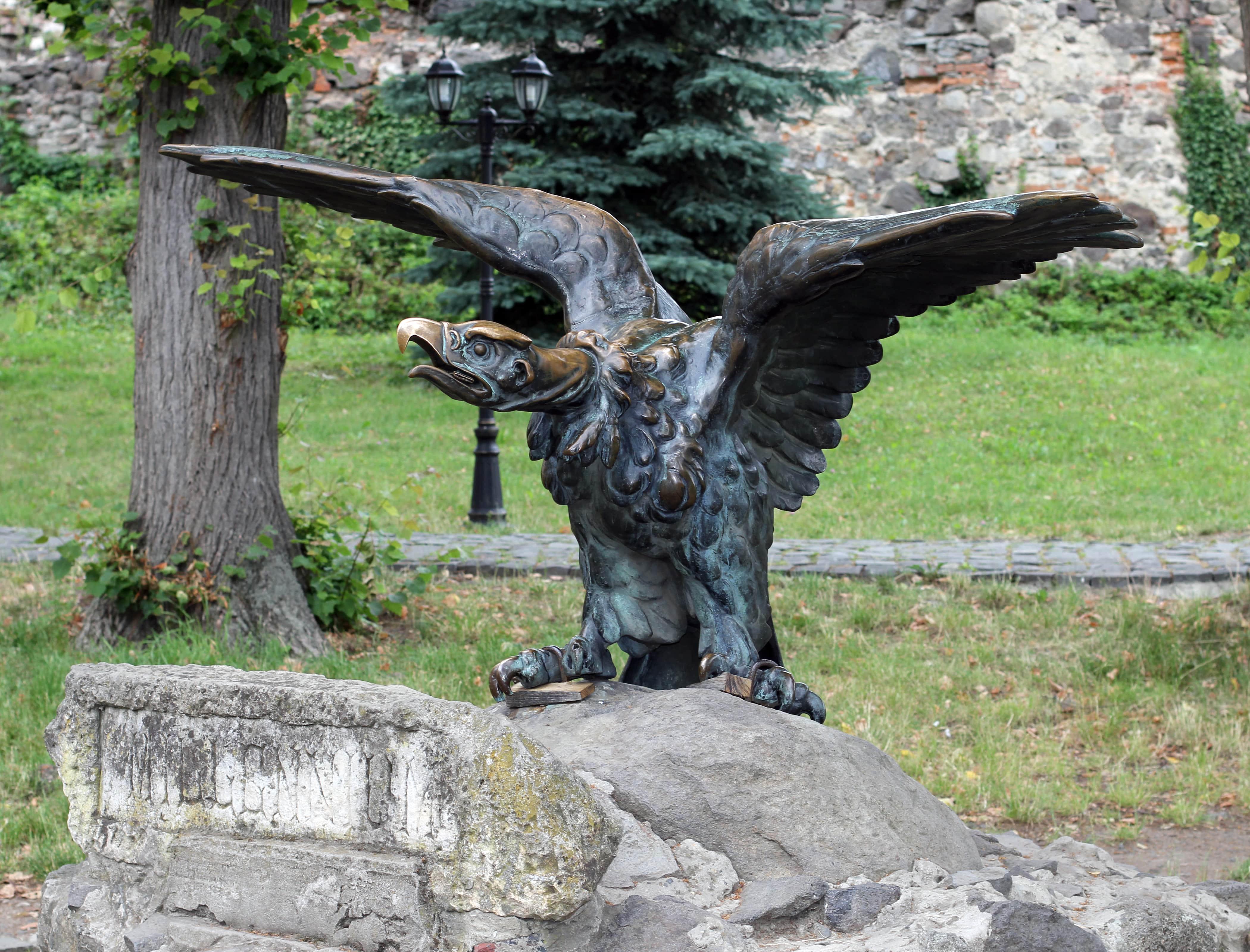 Бронзовый орел-турул
