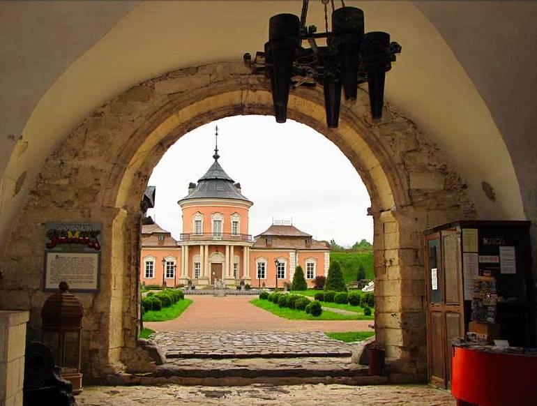 Золочевский замок: история, тайны и интересные факты