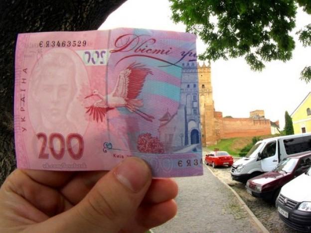 Луцкий замок на 200 гривневой купюре
