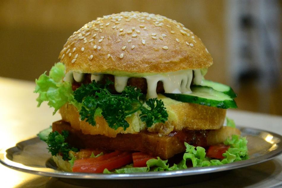 Гамбургер в «Говинда» та «Дамодара»