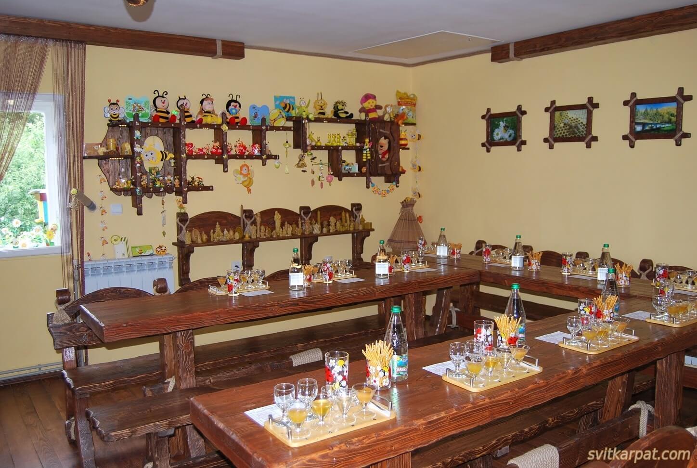 Дегустаційний зал «Медовий дім» в Мукачево