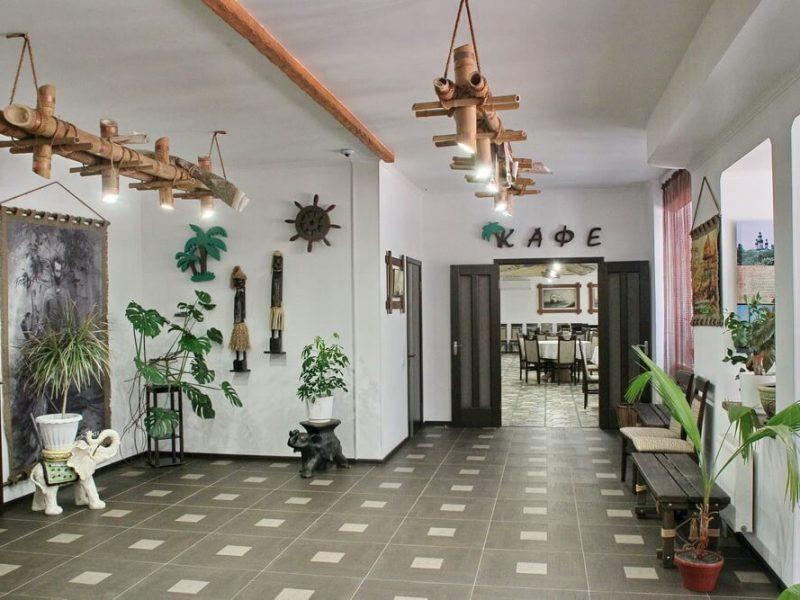 Готельно-ресторанний комплекс «Вітрила Маклая» в Батурині